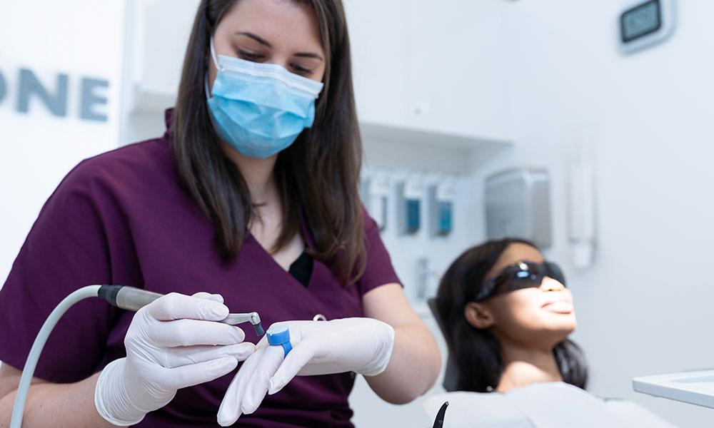 Zahnbleaching in Innsbruck für strahlend weiße Zähne