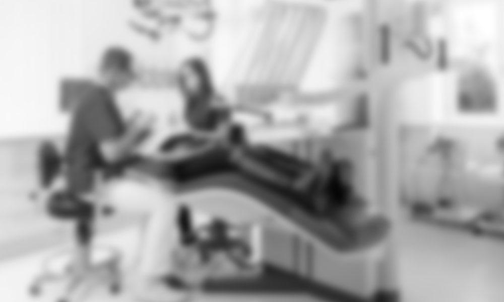 Alternativen zur Wurzelbehandlung in Innsbruck? Dr. Dr. Wiesner informiert Sie gerne.
