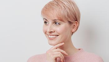 Zahnprophylaxe in Innsbruck hilft dieser Frau gesund zu bleiben.