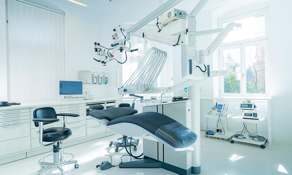 In der Praxis von Dr. Dr. Wiesner in Innsbruck ist alles für Sie modern eingerichtet.